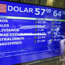 Venezuela, Argentina should follow Ecuador and base their economies on the U.S. dollar